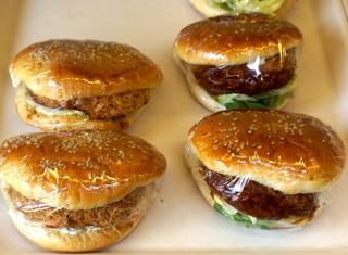 ハンバーガーやサンドイッチは、人気のおかずパン
