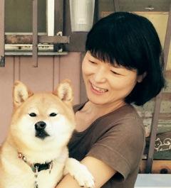 前田由美さんと看板犬の杢(モク)