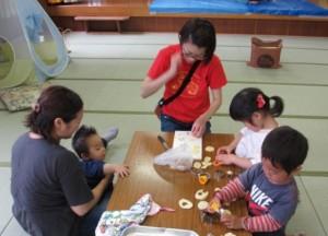 取材時は、みんなでお昼ご飯を食べる日だったようで、子どもたちもカレーに入れる野菜の型抜きをお手伝い