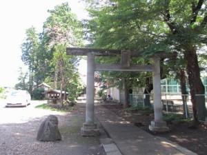 国分寺野中神明宮の鳥居をくぐって右手の建物が活動場所