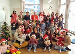 クリスマスイベント時、 参加者のみんなで賑やかに記念撮影